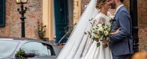 bruidsboeket-wit-rozen-romantisch-bruidsbloemen-handgebonden